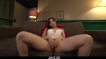Yukina Momota moans hard while finger fucking on cam - From JAVz.se
