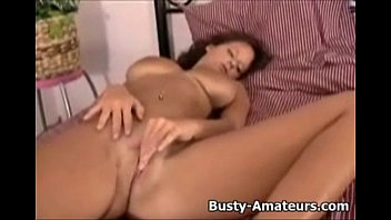 xxl-boobed wendy fingerblasting her lovely cootchie