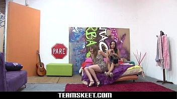 Oyeloca Latina teens Carolina and Lilly hot lesbian sex