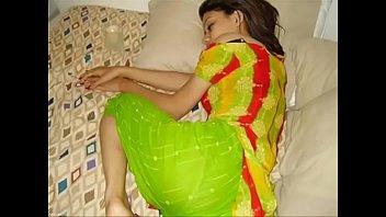 indian chick  smartphone gandi batain.