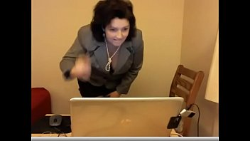 Fat MILF masturbating on cam in the office - www.WebcamBon.ga