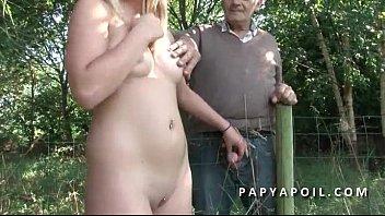papy rejoint un jeune duo francais a poil.