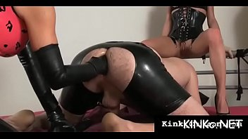Female-dominator wraps up her bondman