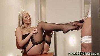 slender blondie stunner degustating pole