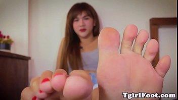Feet loving ladyboy curling her cute toes