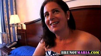 Otra Madura TETONA de brunoymaria se folla al mejor amigo de su hijo - XVIDEOS.COM.TS