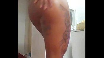 Morena tatuada super gostosa