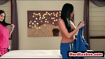 anissakate amp_ kendralust eat each other.