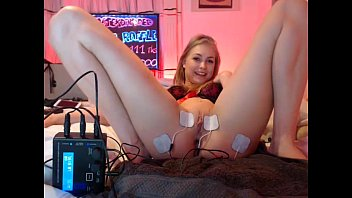 teen siswet19 flashing ass on live webcam  - find6.xyz