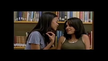 Mila Kunis and Natalie Portman Sexy Scenes - Lesbian Kissing
