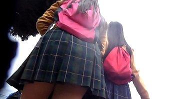ricas nalgas en falda