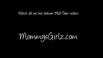 Hottie mom Dana and her ladies Adriana and Jade goes pussy licking