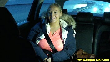 Amateur busty blonde blows taxi driver