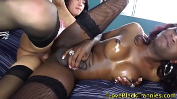 Bigcock black tranny facialized in twosome