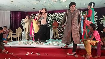 jiya khan mehndi dance on billi.