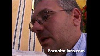 incesto italiano elder  porco fa ditalino.
