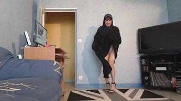 musulmane seins nus sous son jilbab