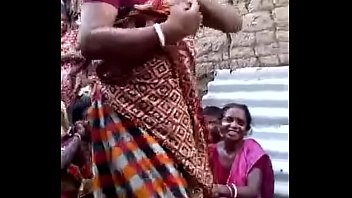 indian aunty showing pussy