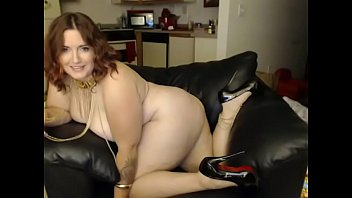 phat mommy nude toying web cam.