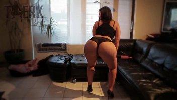 Big Booty White Girl Twerking to Yung Yo