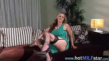 mature nymph julia ann like to have fun.
