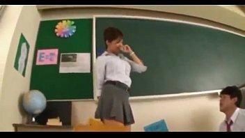 profesora con minifalda es grabada por.
