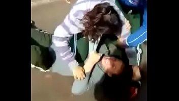 duas putas brigando por macho
