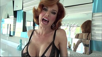 spectacular veronica flashes tits to entice rocco into.