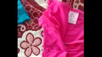 ensentilde_o la ropa interior de mi hermana y.