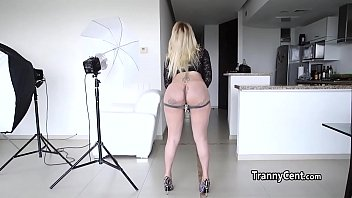 Massive dildo in shemale ass hole